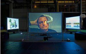 ne - Nuit blanche au gymnase Thomas Mann Paris. Projection décalée du films sur trois écrans. 2012