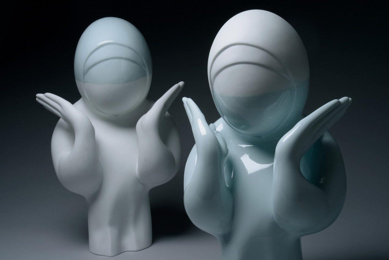 PARTAGER SON IMAGE DISPARUE - Denis falgoux 2012 - installation avec 60 statuettes en porcelaine de limoges