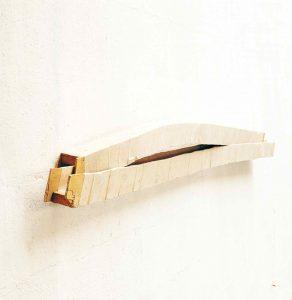 Sculpture bandée - 1998 – Bois, tarlatane. 120x30x5 cm. Denis Falgoux